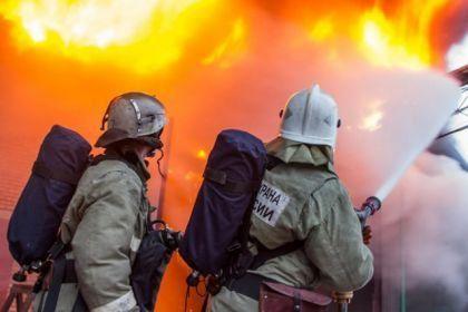 В станице Кардоникской сгорела хозяйственная постройка