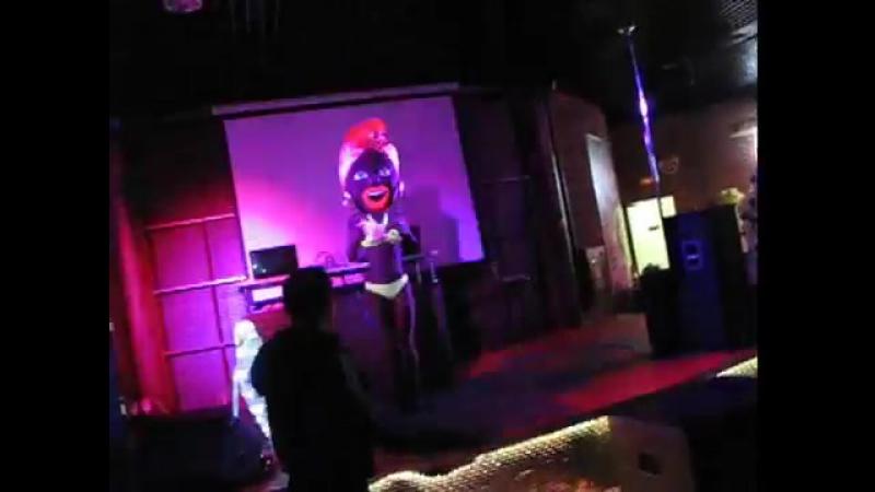 Тропиканка: поет и танцует стриптиз!