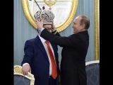 Коронация ПутинаГеннадий Хазанов подарил Путину императорскую корону