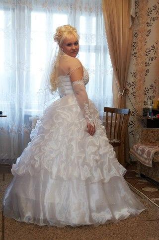 Свадебные платья принимают бу
