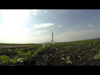Запуск самодельной твердотопливной ракеты.))