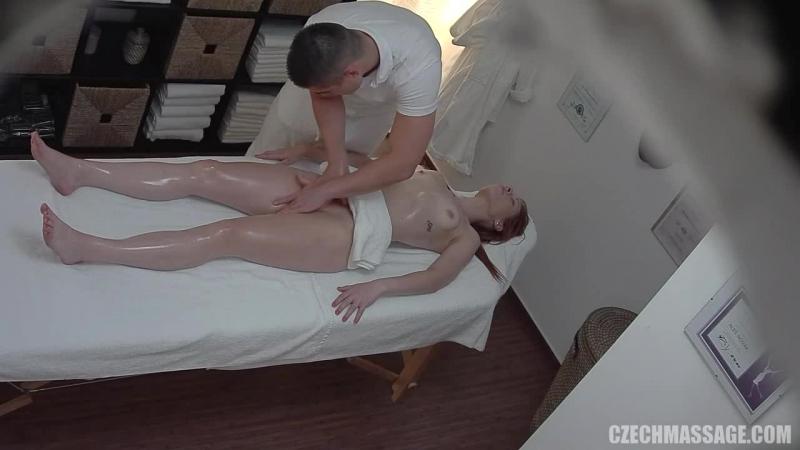 Кабинете порно камера в девушки массажном