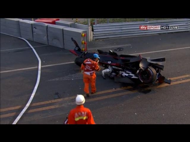 Жесткая авария между Ником Хайдфельдом и Николя Простом на первом этапе 2014 FIA Formula E, Beijing