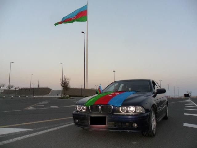Bakıda avtomobillərin bayraq yürüşü | vk.com/mehelle
