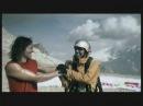 Соревнование скалолаза и парапланериста The Race