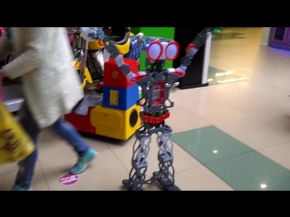Знакомься с роботом Меканоидом в кружке робототехники