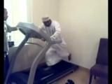 Араб впервые на беговой дорожке! Я рыдал от смеха!