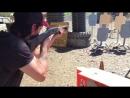 Киану Ривз расстреливает мишени из всех стволов!