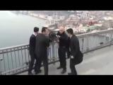 #شاهد   #أردوغان ينقذ شابا تركياً من الانتحار بعد أن حاول إلقاء نفسه من جسر البوسفور