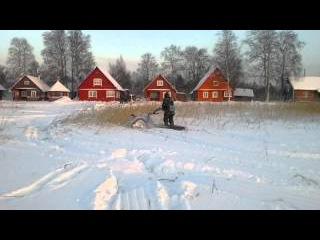 Мотоблок на гусеницах на озере Воже