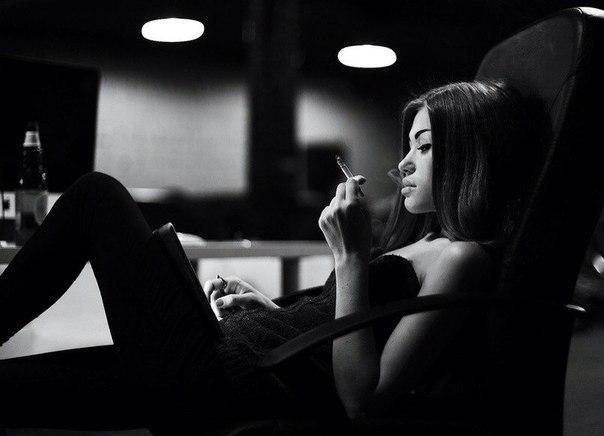 Интернет, он не сближает. Это скопление одиночества. Мы вроде вместе, но каждый один. Иллюзия общения, иллюзия дружбы, иллюзия жизни...