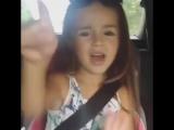 Девочка круто поёт...
