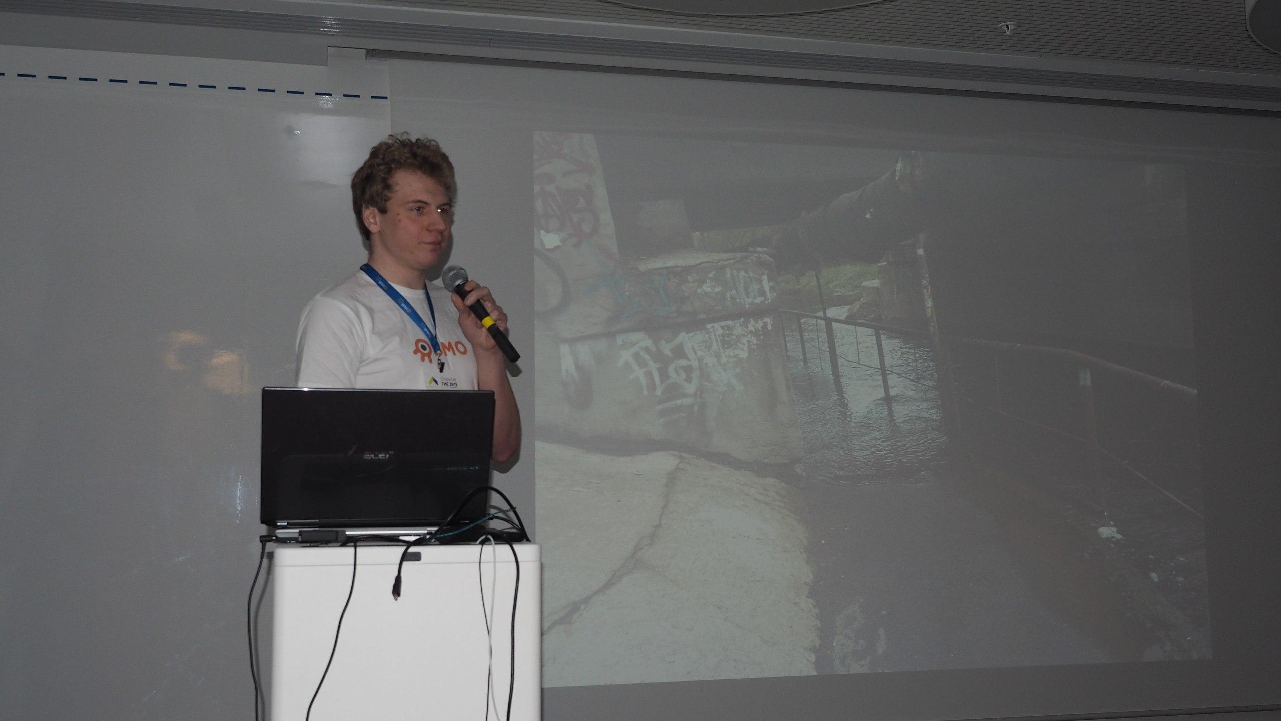 Фото GaM.sh с какой-то конференции :)