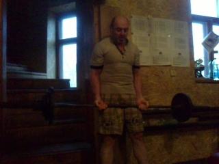подъём на бицепсы штанги возле стены 60 кг на 8 раз(ровный гриф)53года93кг