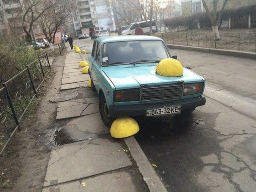 На Крещатике в Киеве повреждены 152 антипарковочные полусферы - Цензор.НЕТ 864