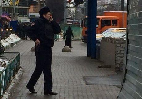 Полиция объяснила, почему 40 минут не задерживала женщину с отрезанной головой в руках