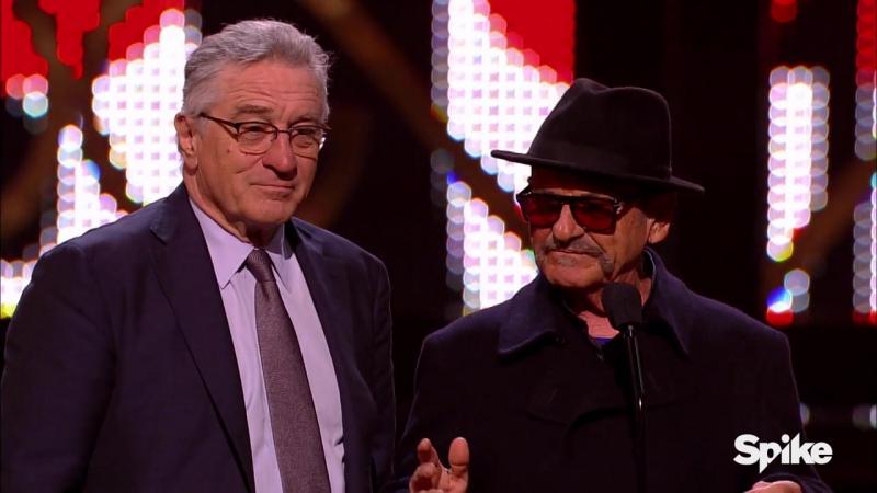 Зак и Роберт Де Ниро вручают награду Guy Movie Hall of Fame актёру Джо Пеши за к ф Казино на церемонии Guy's Choice awards