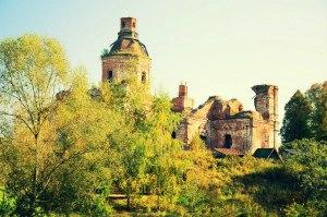 Заброшенная Успенская церковь с. Вятское Ярославская область