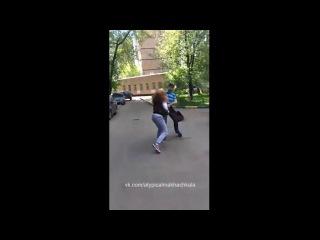 девушка наказыввает парня за измену видео