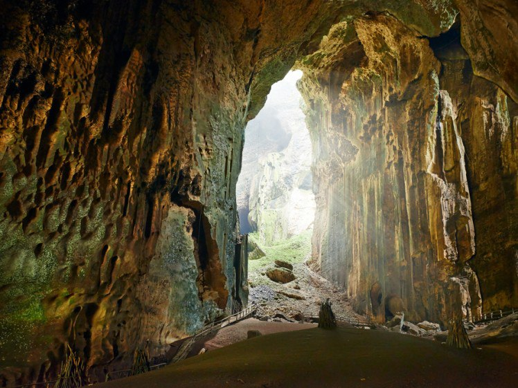 в пещере Гоматонг (Малайское Борнео)