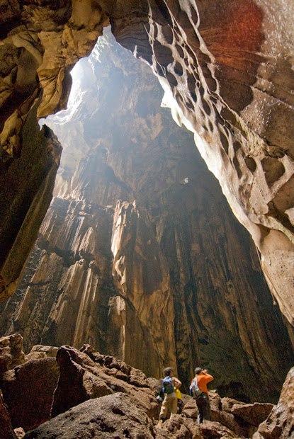 Внутри одной из пещер юго-восточной Азии.