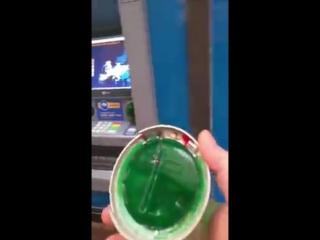Как воруют деньги с карточек_ скиммер в банкомате