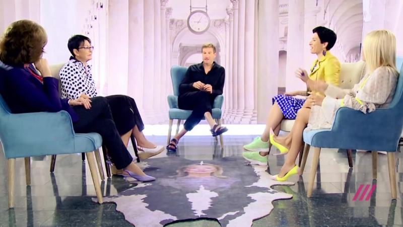 Шоу Пусть Говорят Палемика между Антоном Красовским и Ириной Хакамадой отрывок из Вечерняя Хиллари телеканал Дождь tvrain
