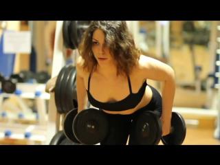 Комплексные фитнес упражнения для укрепления мышц спины