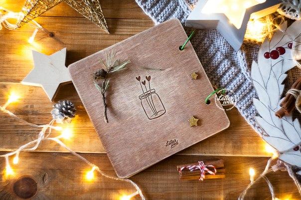 Комплект чудесных пригласительных на магнитах и книга пожеланий на свадьбу. В одном стиле, в одной цветовой гамме.