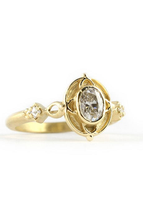 XbYoBSJOrjM - Королевские овальные обручальные кольца (30 фото)