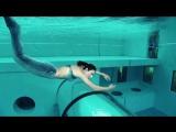 Я в шоке! Как дышит эта русалка Бассейн в Италии, глубина 40 метров