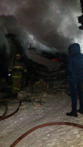 В результате пожара в Челнах были уничтожены три гаража и две машины