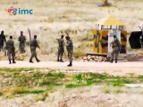 İSİS militants chatting with turkish border guards