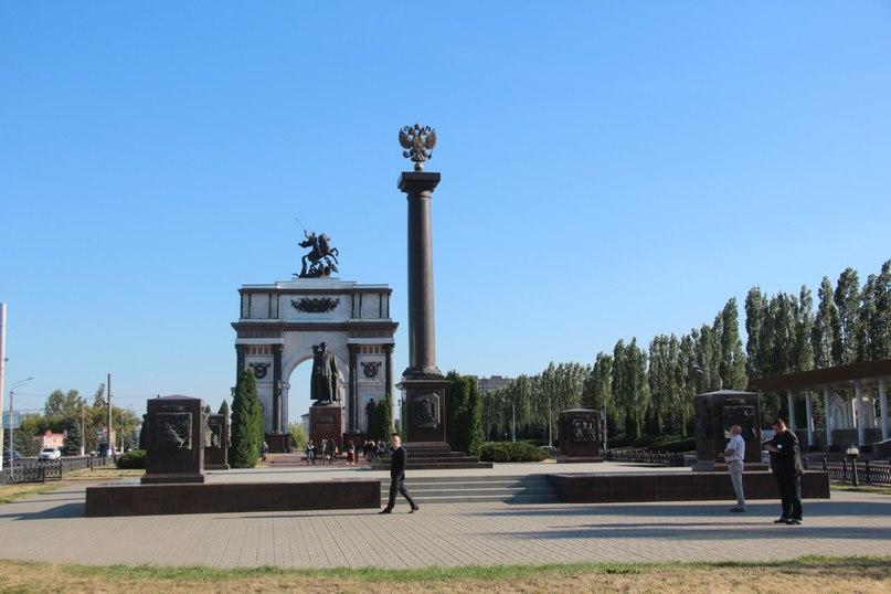 Мемориальный одиночный комплекс с крестом Касимов Памятник Скала с колотыми гранями Мышкин