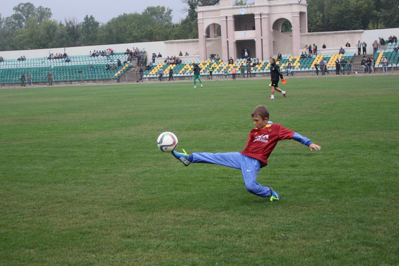 Вице-президент Федерации футбола Донецкой области Олег Зубарев провел рабочее совещание с представителями городских федераций и клубов относительно проведения чемпионата области среди детско – юношеских спортивных школ.
