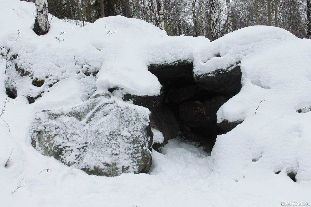 Камень в форме головы медведя