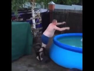 Чемпион по прыжкам в бассейн