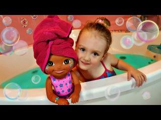 Купаем Куклу в ванной Даша Путешественница Bathe Doll in the bathroom Dora Explorer