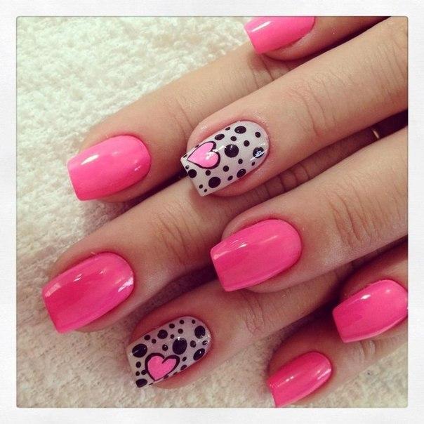 Дизайн на розовом лаке