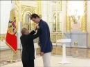 Владимир Путин и вручение медали.