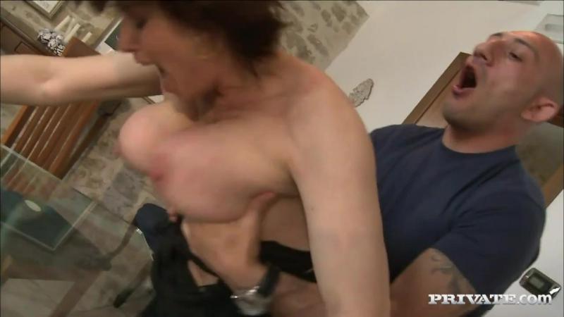 Голодная мамка нарвалась на жестокого сантехника  (mature, MILF, BBW, мамки порно со зрелыми женщинами)(hotmoms 18plus)
