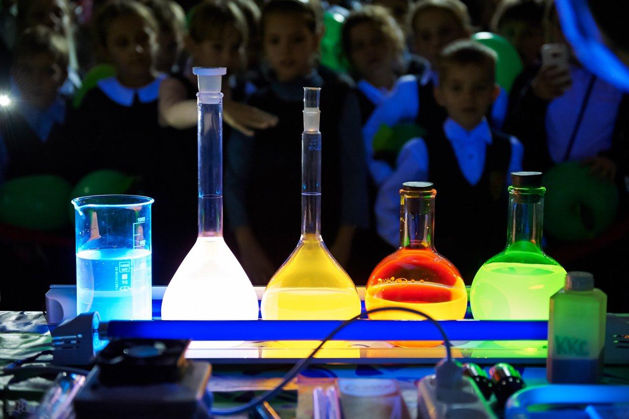 Удивительное свечение на научном шоу