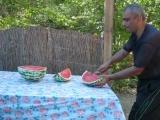 Как надо резать арбуз...