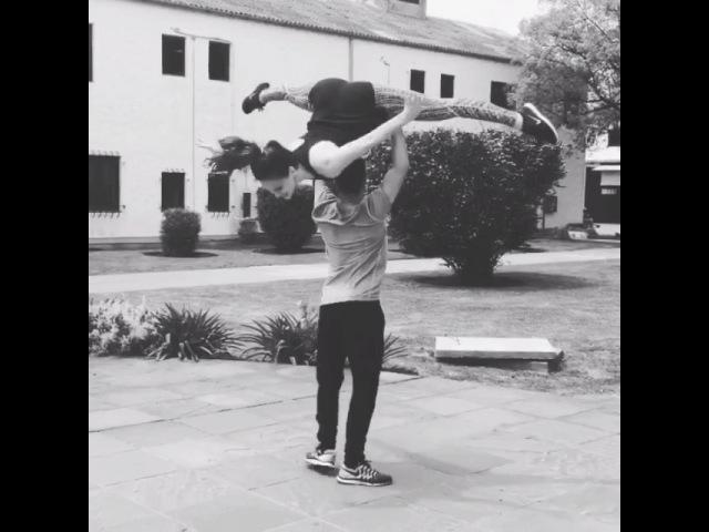 """Luz on Instagram: """"Che, en el parque del estudio hay dos sacados fanáticos de las acrobacias que no se cansan.. 😜 @carlitosurquia Training Acrobatics…"""""""