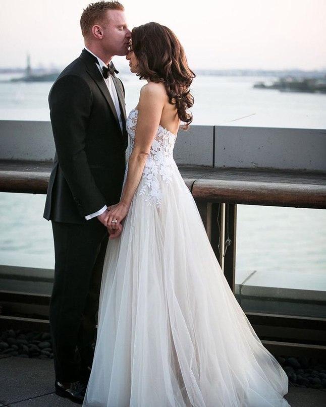TrDkkmL8rLE - Обмен премудростями у свадебных ведущих (5 фото)
