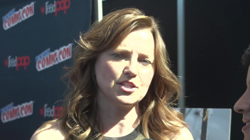 NYCC 2015 Lucy Lawless Talks Ash vs Evil Dead and How to Avoid Blood and Goop смотреть онлайн без регистрации