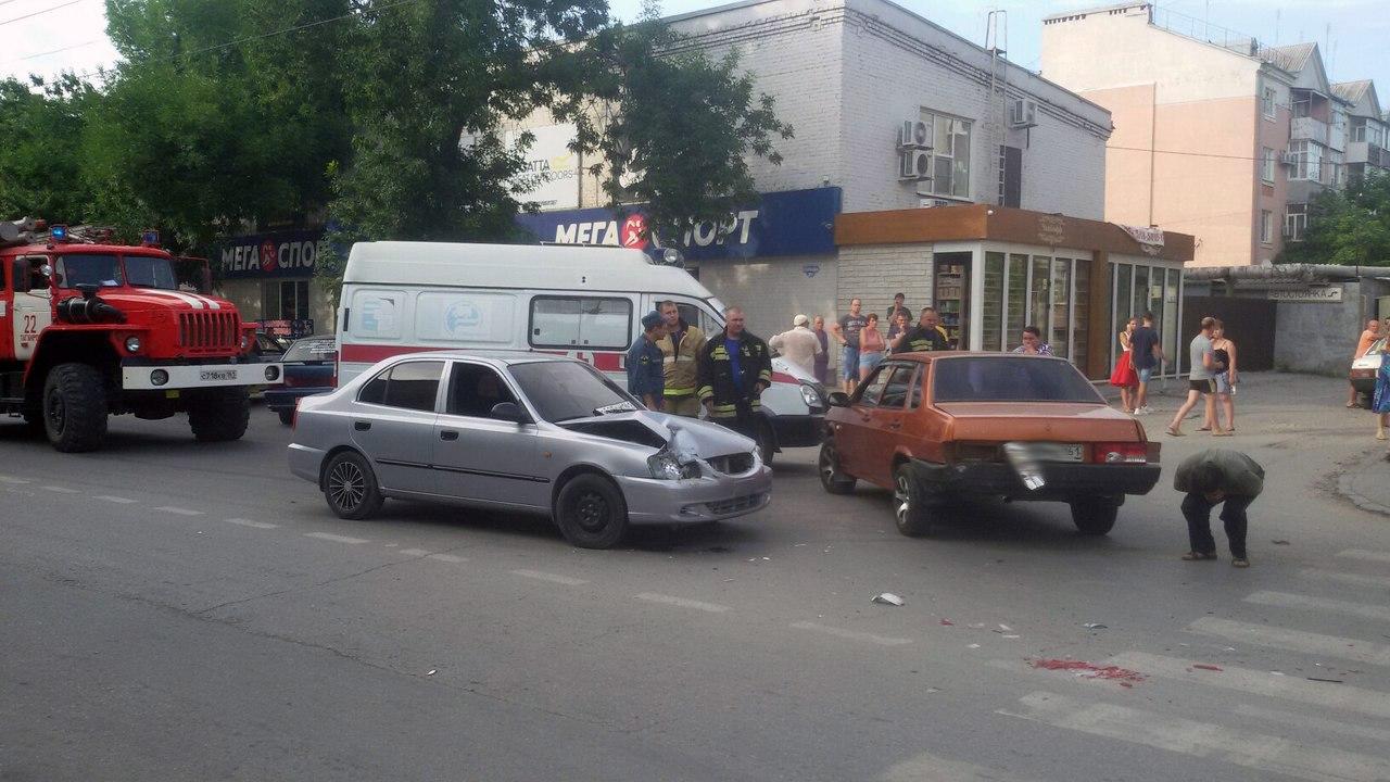В Таганроге на Свободе столкнулись Hyundai Accent и «ВАЗ-21099»