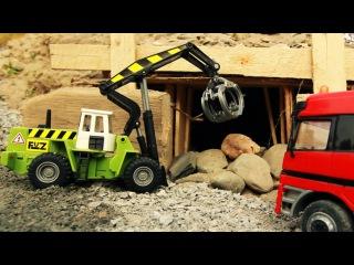 мультик про машинки грузовичок с игрушками, погрузчик, трактор и кораблик МанкитуМульт