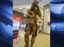 Бронзові живі скульптури можна зустріти на вулиці міста та в торговельних центрах