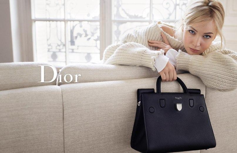 Фото Дженнифер Лоуренс для рекламной компании новой коллекции сумочек «Diorever» от Dior 2016.